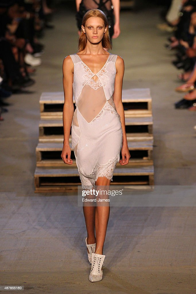 Givenchy - Runway - Spring 2016 New York Fashion Week : News Photo