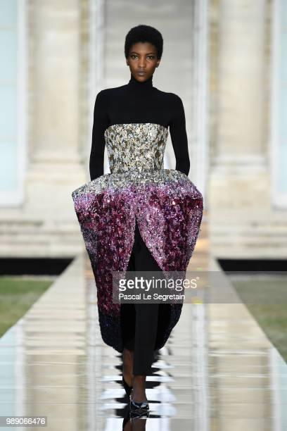 Galerie de photos Clare Waight Keller Presents Givenchy ...