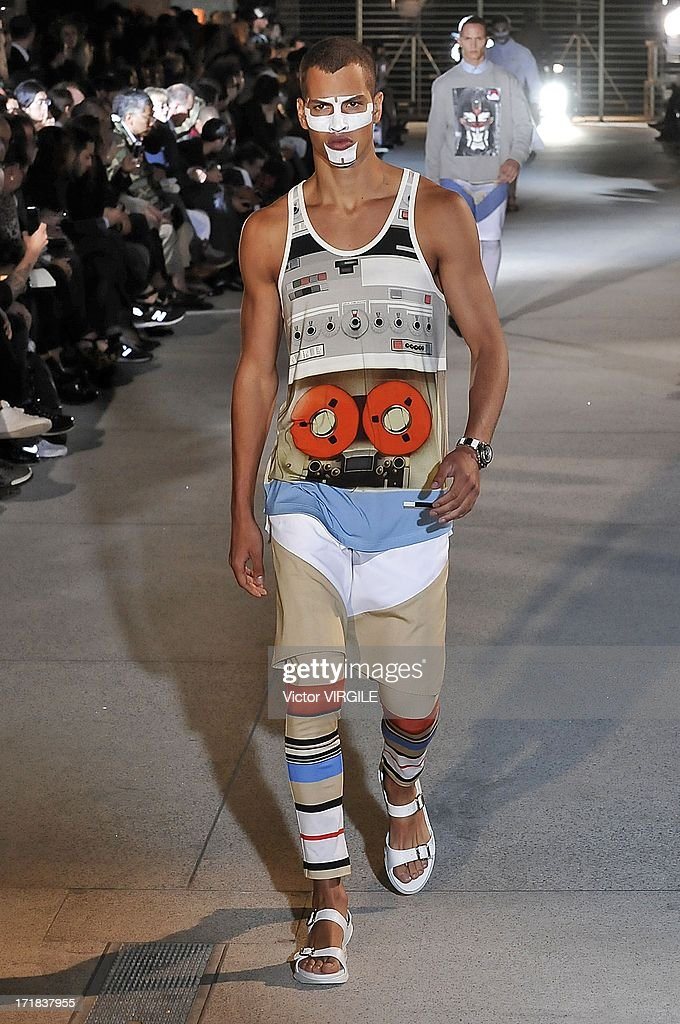 Givenchy : Runway - Paris Fashion Week - Menswear S/S 2014