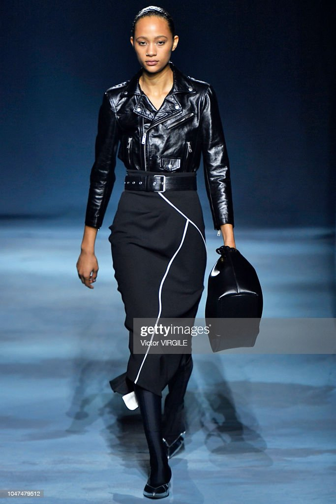 Givenchy : Runway - Paris Fashion Week Womenswear Spring/Summer 2019 : Photo d'actualité