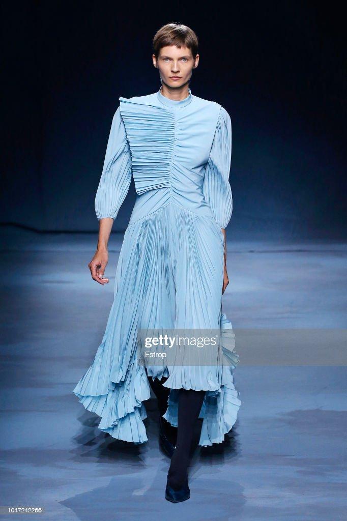 Givenchy : Runway - Paris Fashion Week Womenswear Spring/Summer 2019 : ニュース写真