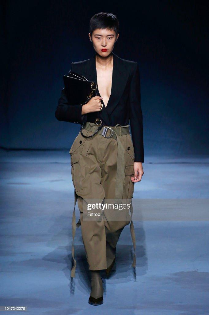 Givenchy : Runway - Paris Fashion Week Womenswear Spring/Summer 2019 : Fotografia de notícias