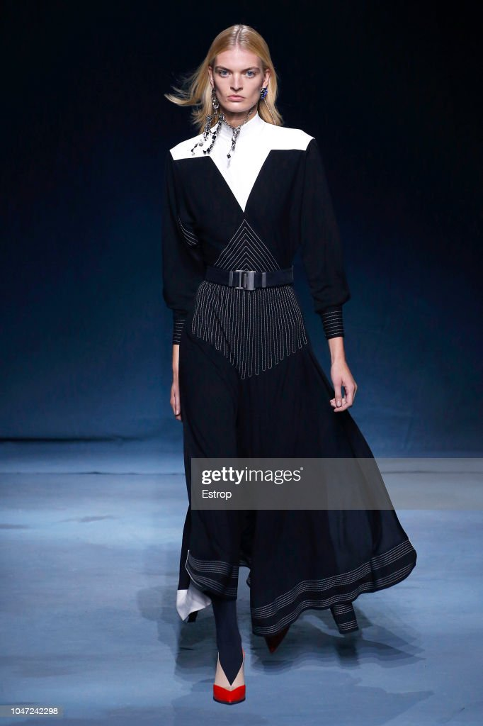 Givenchy : Runway - Paris Fashion Week Womenswear Spring/Summer 2019 : Nachrichtenfoto