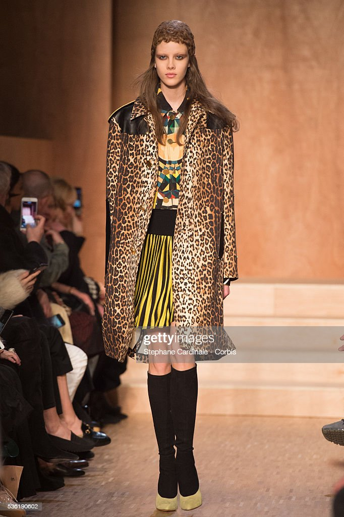 France - Givenchy: Runway - Paris Fashion Week Womenswear Fall/Winter 2016/2017 : News Photo