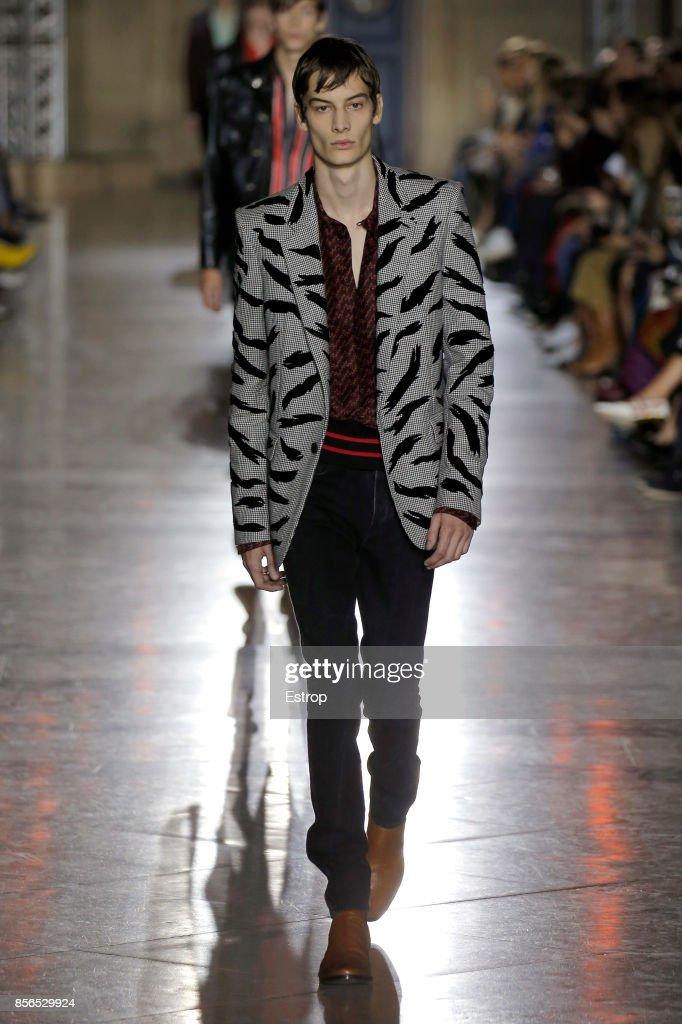 Givenchy : Runway - Paris Fashion Week Womenswear Spring/Summer 2018 : ニュース写真