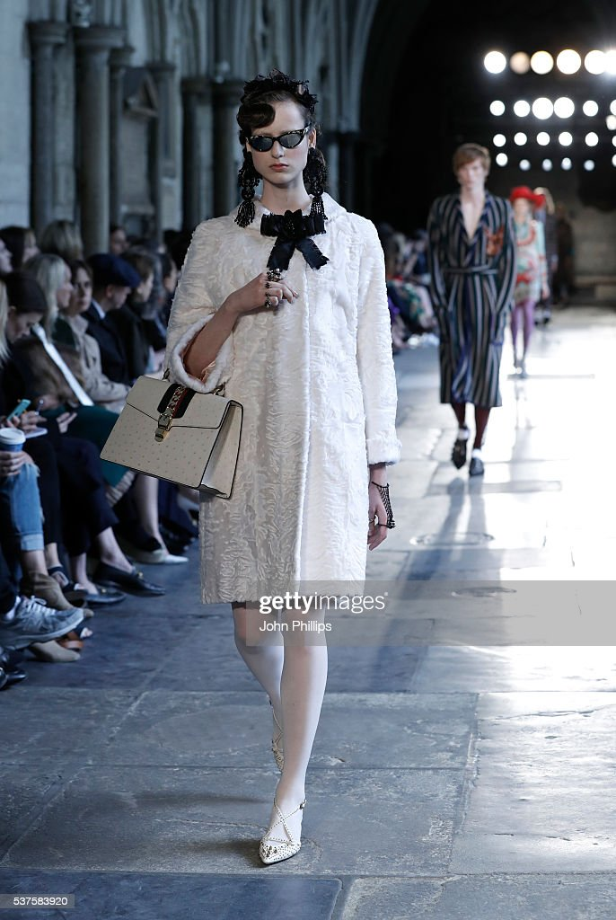 Gucci Cruise 2017 - Runway : News Photo