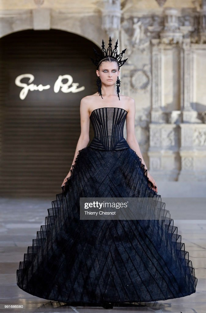 model-walks-the-runway-during-the-guo-pei-haute-couture-fall-winter-picture-id991686580