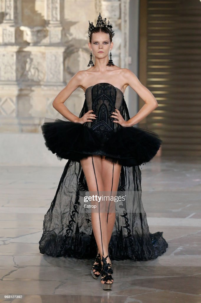 model-walks-the-runway-during-the-guo-pei-haute-couture-fall-winter-picture-id993127392