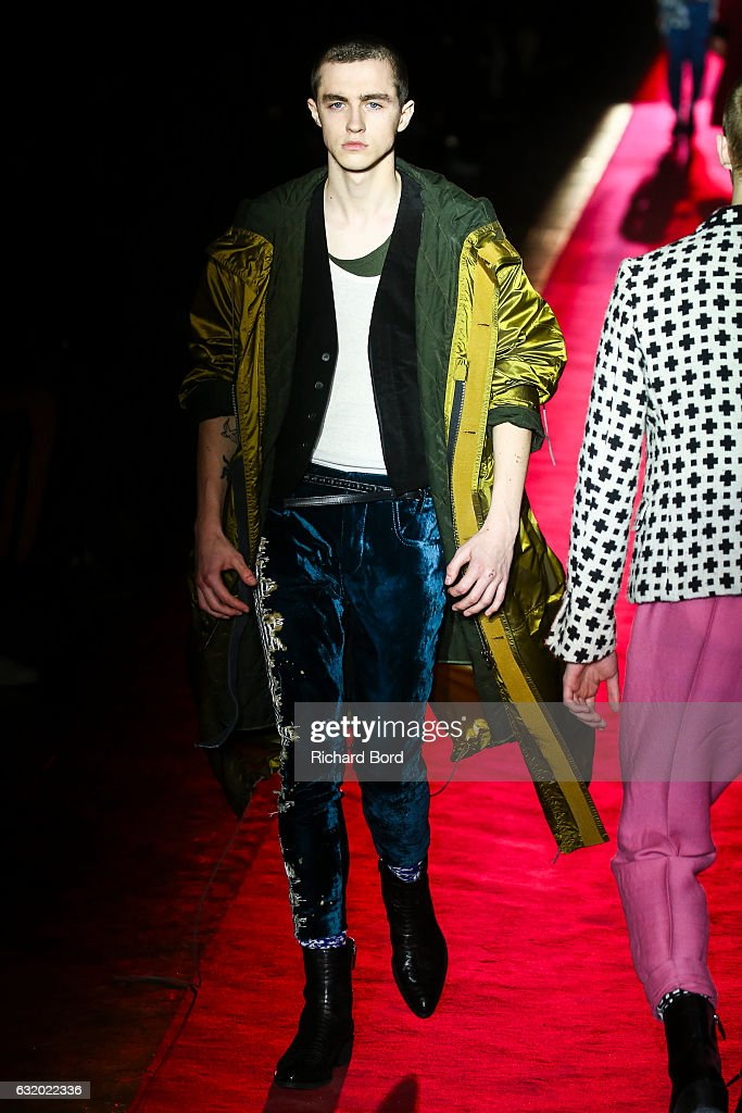Haider Ackermann : Runway - Paris Fashion Week - Menswear F/W 2017-2018 : News Photo