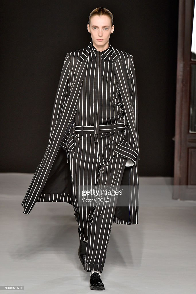 Haider Ackermann : Runway - Paris Fashion Week - Menswear Spring/Summer 2018 : ニュース写真