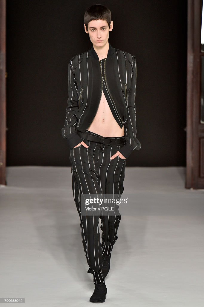 Haider Ackermann : Runway - Paris Fashion Week - Menswear Spring/Summer 2018 : ニュース写真