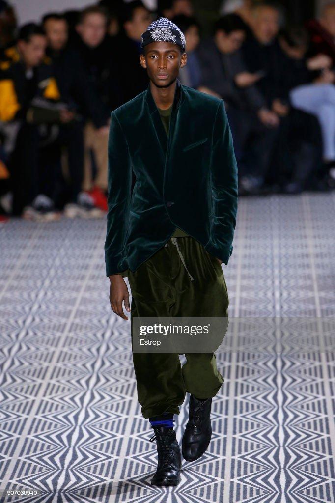 Haider Ackermann : Runway - Paris Fashion Week - Menswear F/W 2018-2019 : Fotografía de noticias
