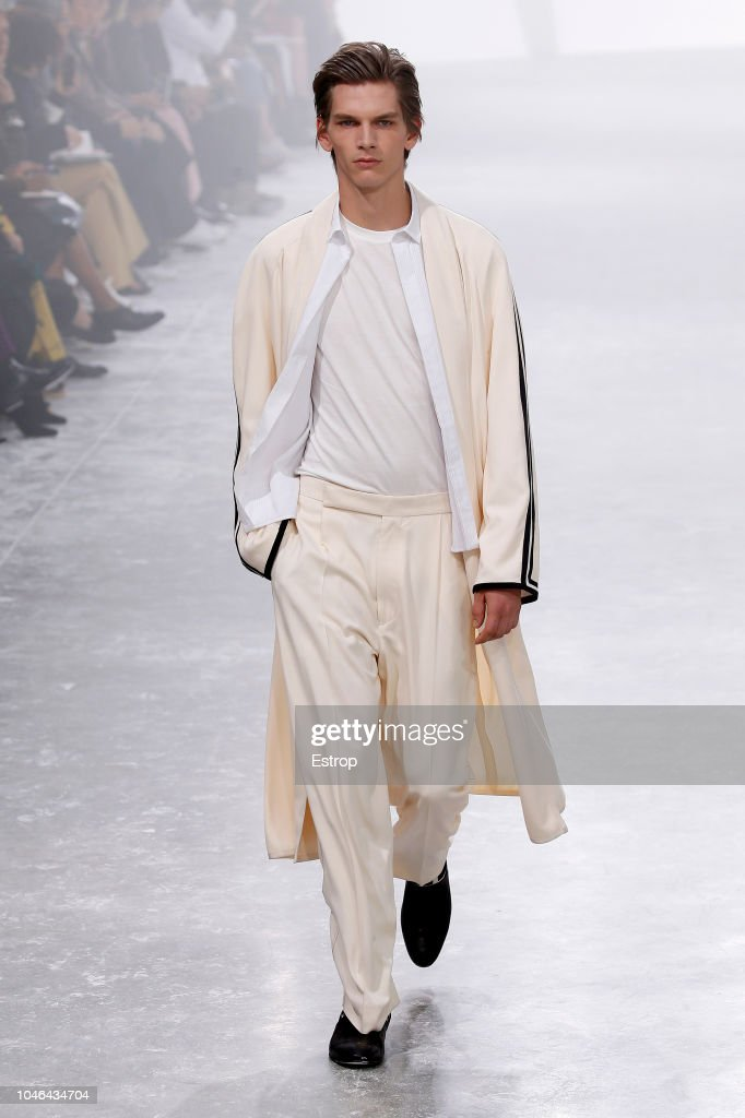 Haider Ackermann : Runway - Paris Fashion Week Womenswear Spring/Summer 2019 : Nachrichtenfoto