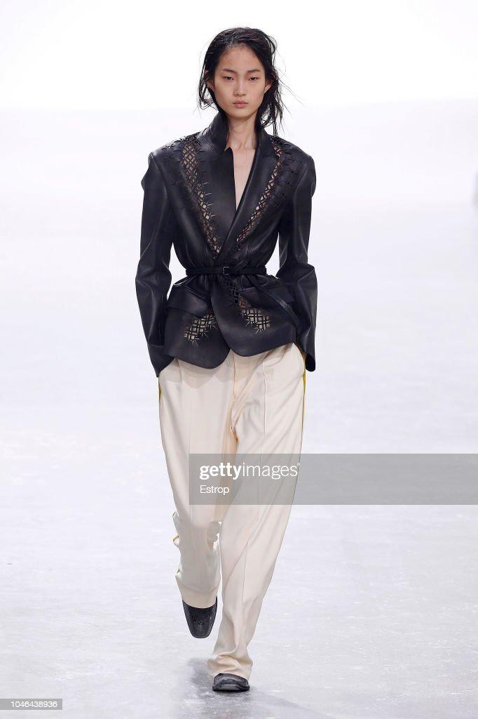 Haider Ackermann : Runway - Paris Fashion Week Womenswear Spring/Summer 2019 : Foto di attualità