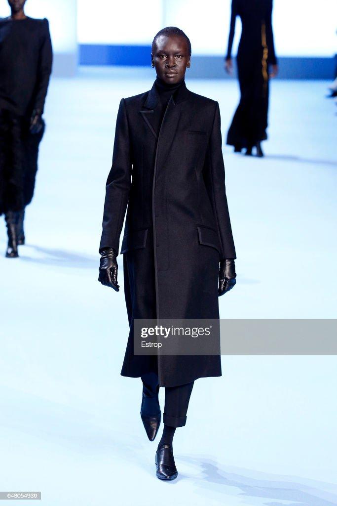 Haider Ackermann : Runway - Paris Fashion Week Womenswear Fall/Winter 2017/2018 : News Photo