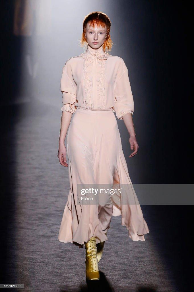 Haider Ackermann : Runway - Paris Fashion Week Womenswear Fall/Winter 2018/2019 : ニュース写真