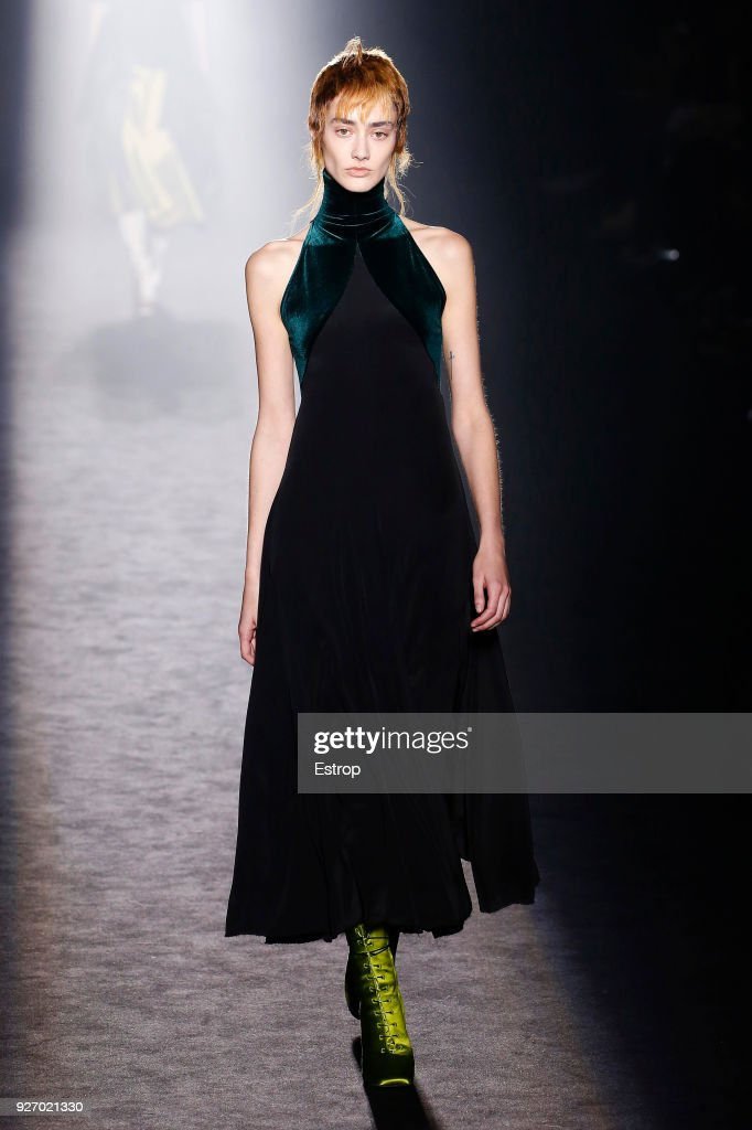 Haider Ackermann : Runway - Paris Fashion Week Womenswear Fall/Winter 2018/2019 : ニュース写真