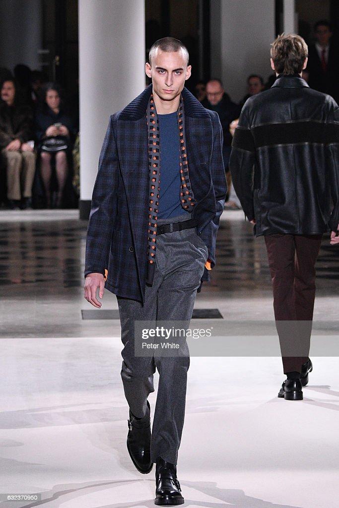 Hermes : Runway - Paris Fashion Week - Menswear F/W 2017-2018 : News Photo