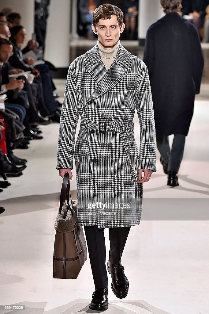 Hermes : Runway - Paris Fashion Week - Menswear F/W 2017-2018 : Nachrichtenfoto