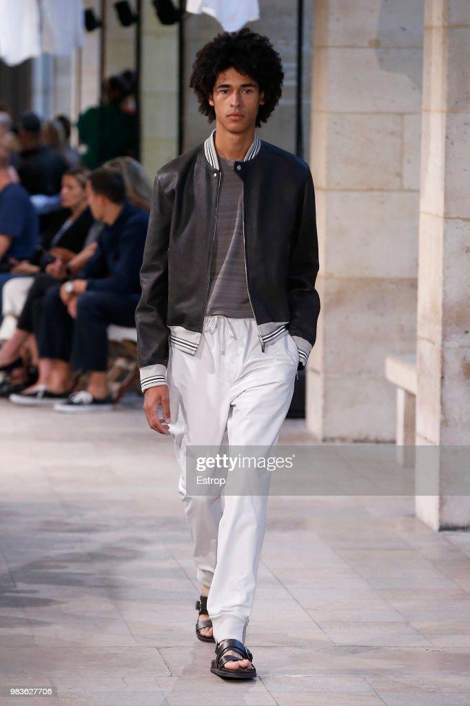 Hermes: Runway - Paris Fashion Week - Menswear Spring/Summer 2019 : Fotografía de noticias