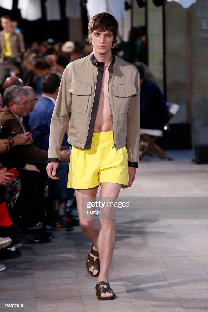 Hermes: Runway - Paris Fashion Week - Menswear Spring/Summer 2019 : ニュース写真