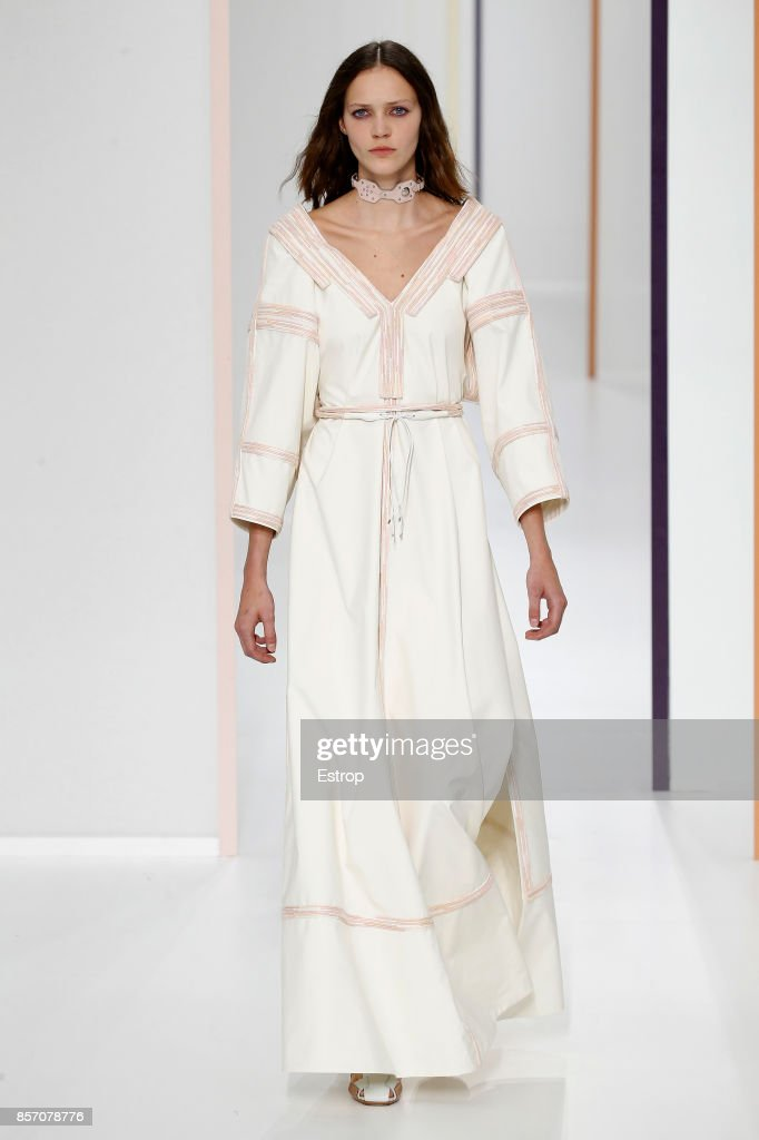 Hermes : Runway - Paris Fashion Week Womenswear Spring/Summer 2018 : ニュース写真