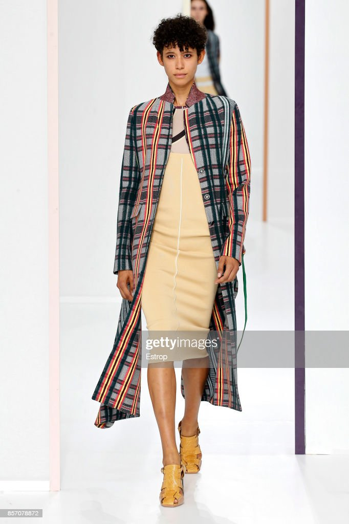 Hermes : Runway - Paris Fashion Week Womenswear Spring/Summer 2018 : News Photo