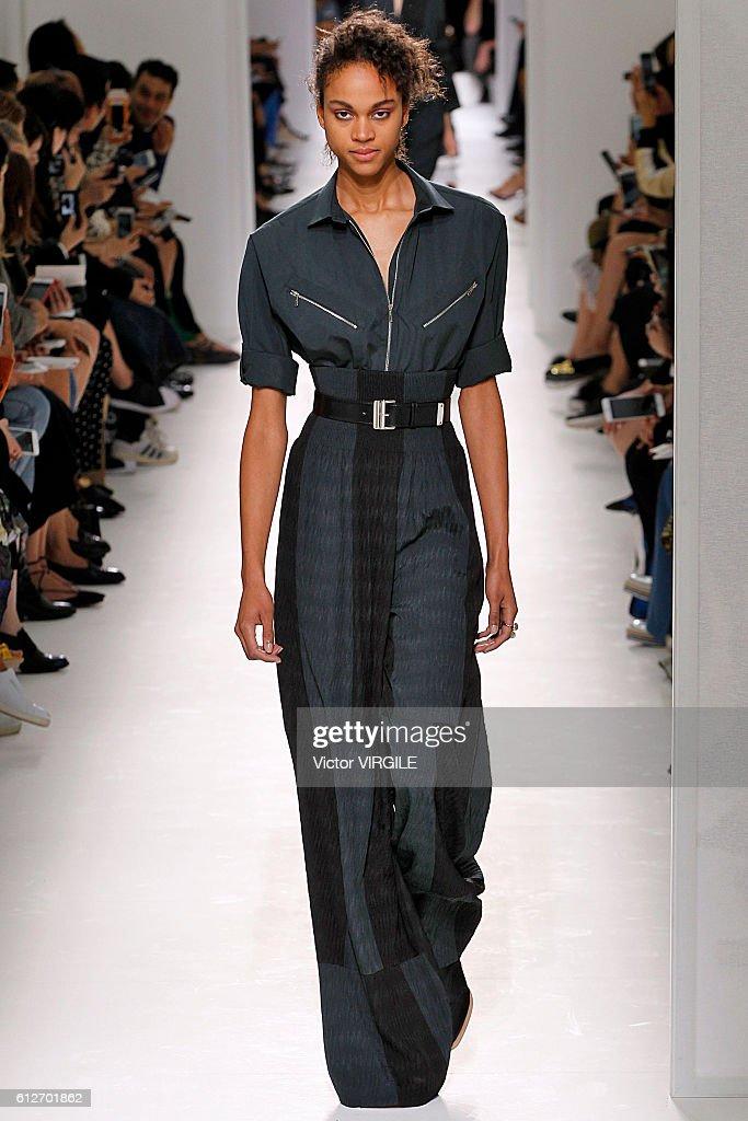 Hermes : Runway - Paris Fashion Week Womenswear Spring/Summer 2017 : News Photo