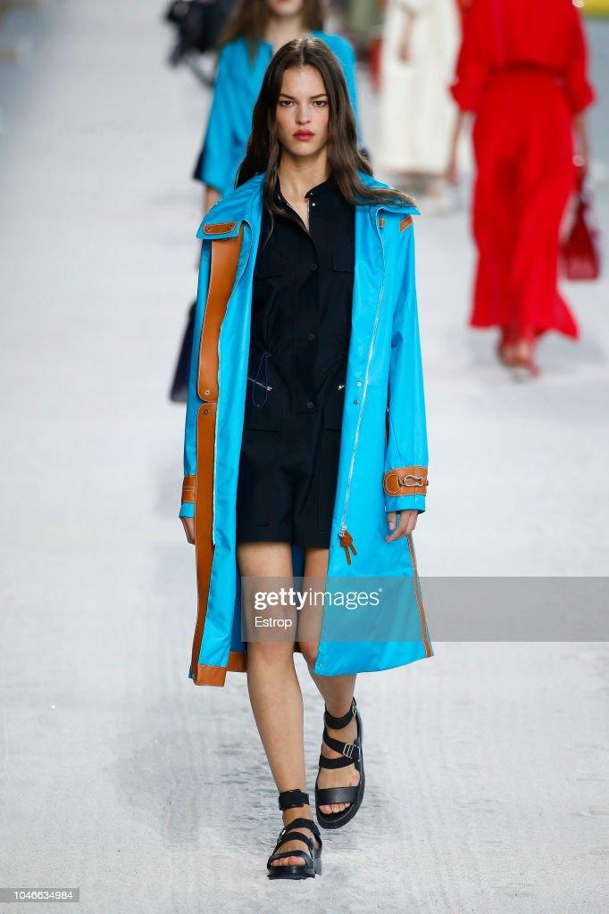 Hermes : Runway - Paris Fashion Week Womenswear Spring/Summer 2019 : News Photo