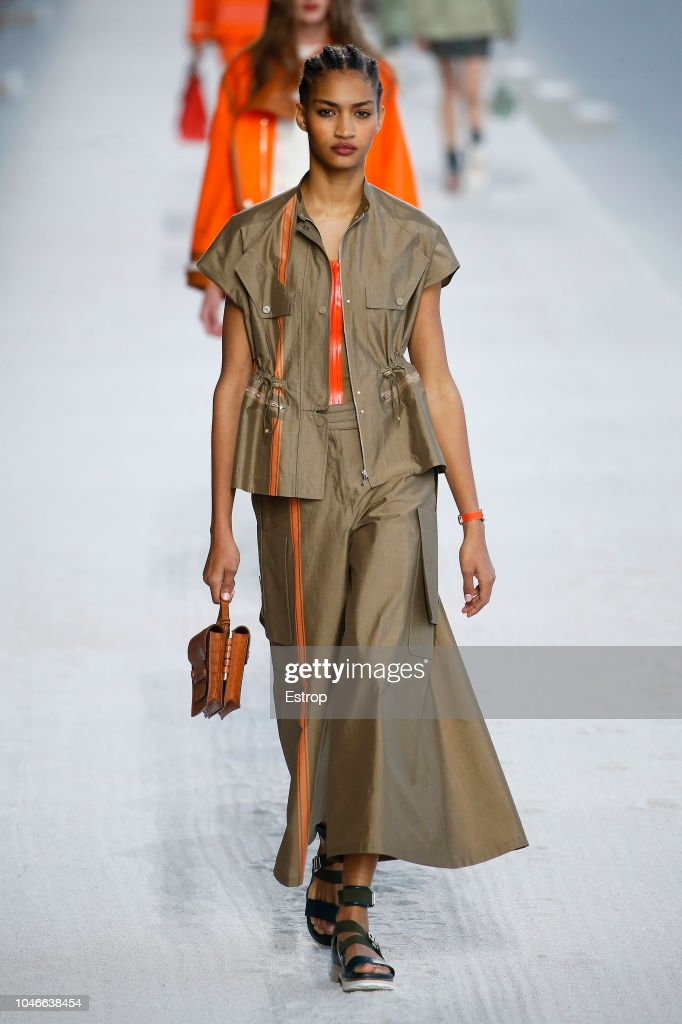Hermes : Runway - Paris Fashion Week Womenswear Spring/Summer 2019 : ニュース写真