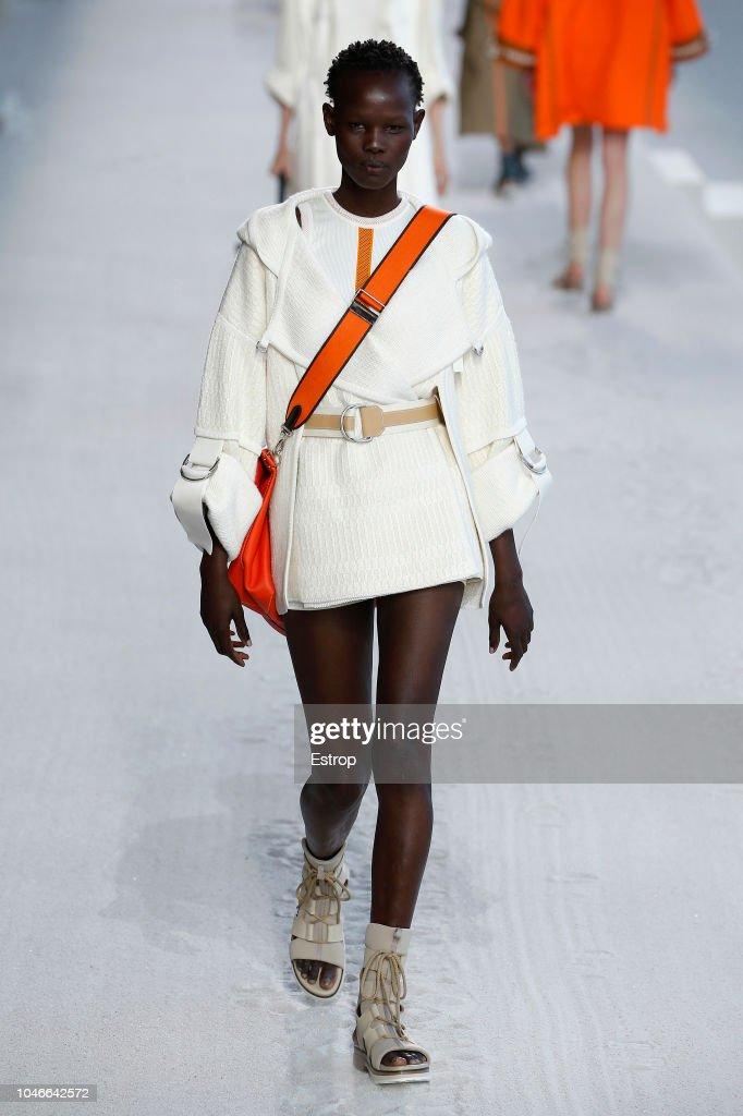 Hermes : Runway - Paris Fashion Week Womenswear Spring/Summer 2019 : ニュース写真