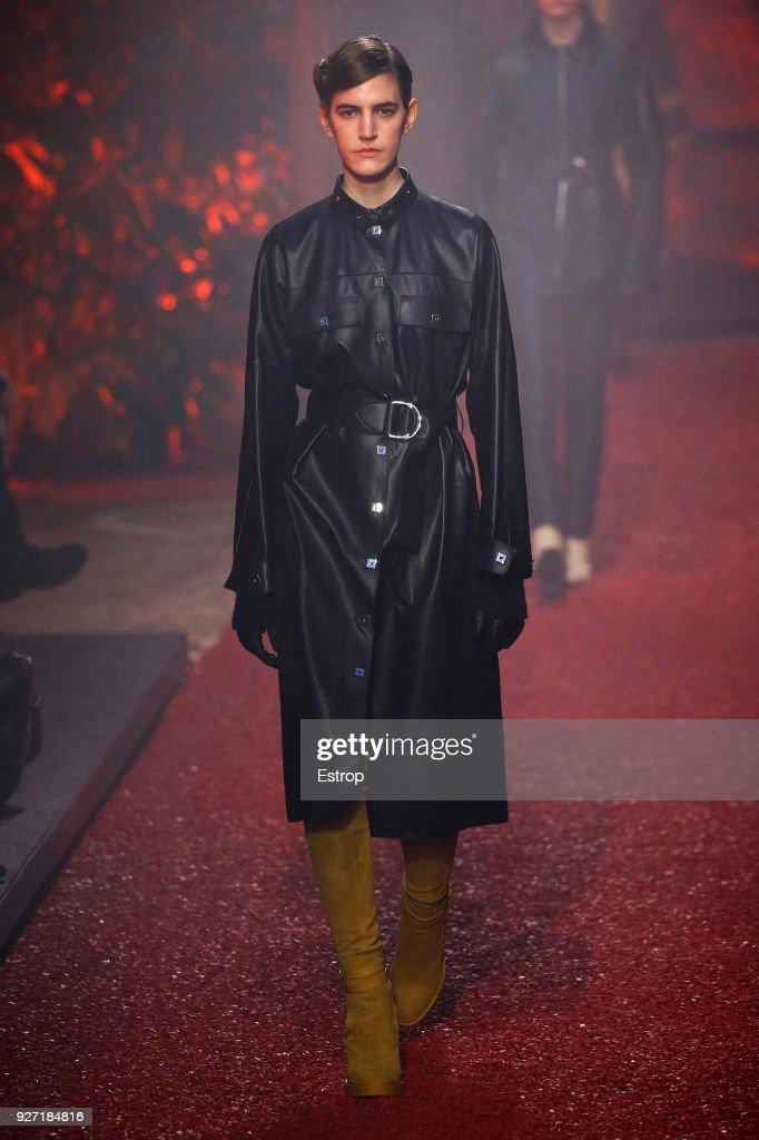 Hermes : Runway - Paris Fashion Week Womenswear Fall/Winter 2018/2019 : ニュース写真