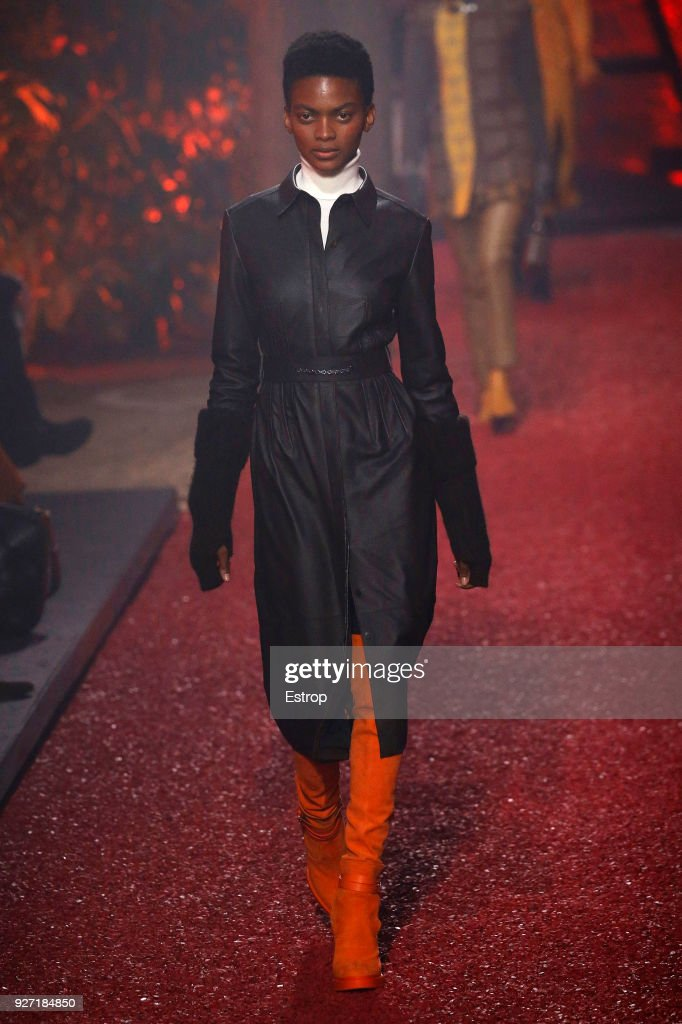 Hermes : Runway - Paris Fashion Week Womenswear Fall/Winter 2018/2019 : ニュース写真
