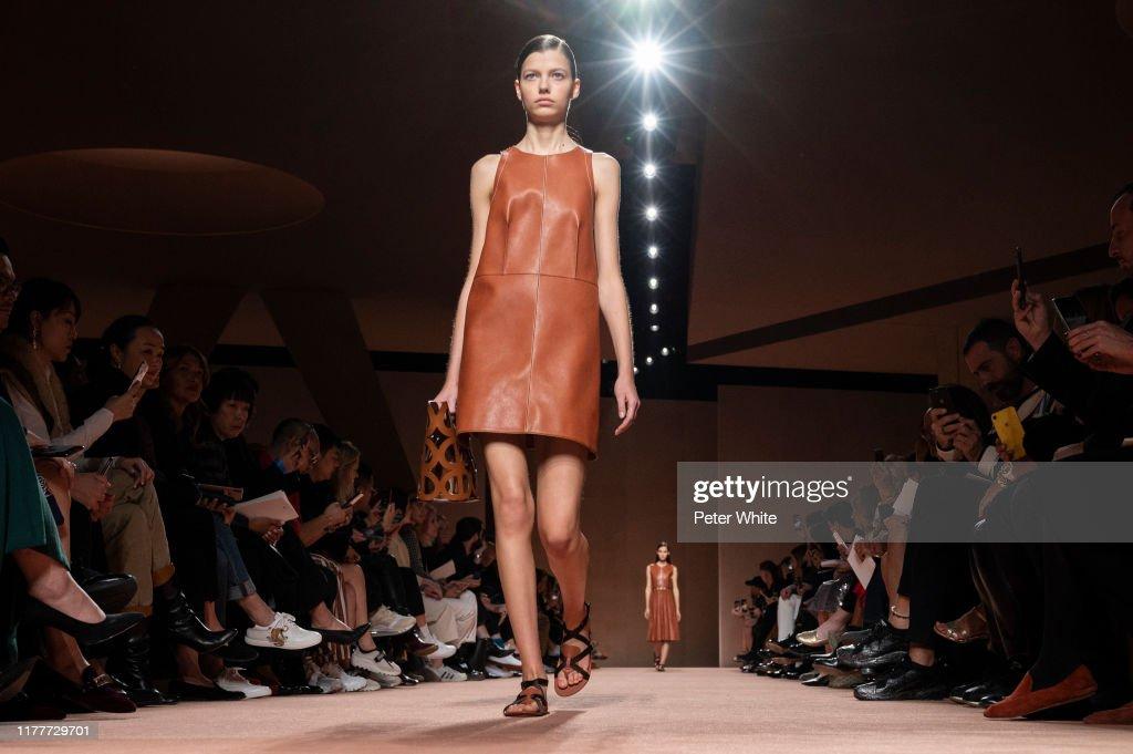Hermes : Runway - Paris Fashion Week - Womenswear Spring Summer 2020 : Photo d'actualité