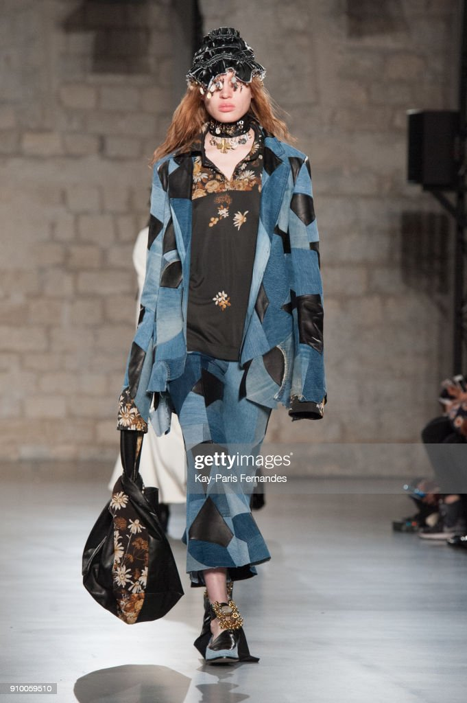 model-walks-the-runway-during-the-hyun-mi-nielsen-spring-summer-2018-picture-id910059510
