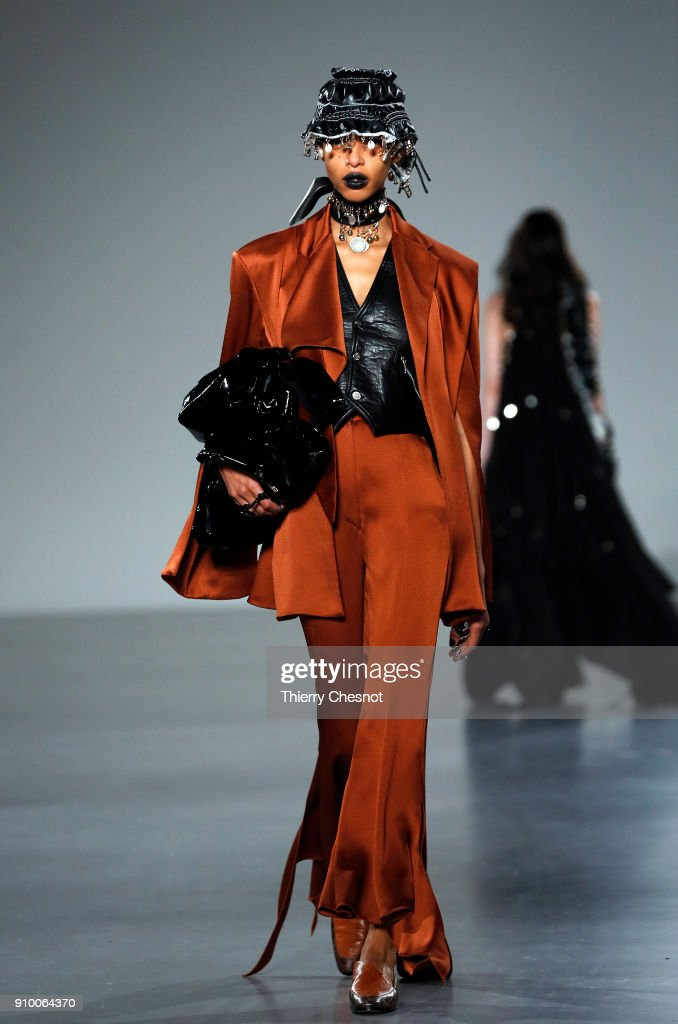 model-walks-the-runway-during-the-hyun-mi-nielsen-spring-summer-2018-picture-id910064370