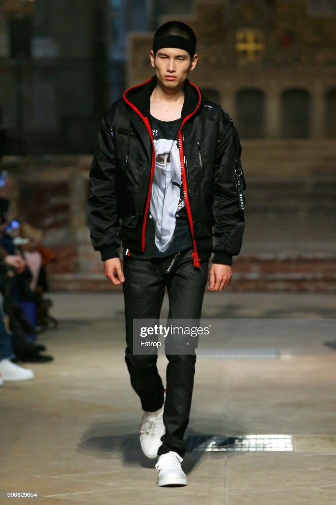 Icosae : Runway - Paris Fashion Week - Menswear F/W 2018-2019