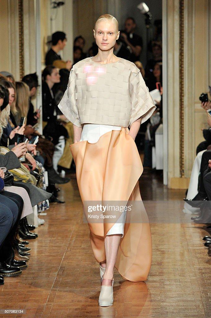 Ilja : Runway - Paris Fashion Week - Haute Couture Spring Summer 2016 : News Photo