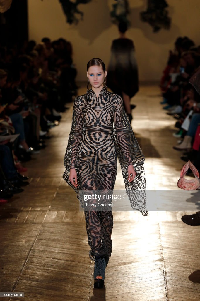model-walks-the-runway-during-the-iris-van-herpen-spring-summer-2018-picture-id908719816