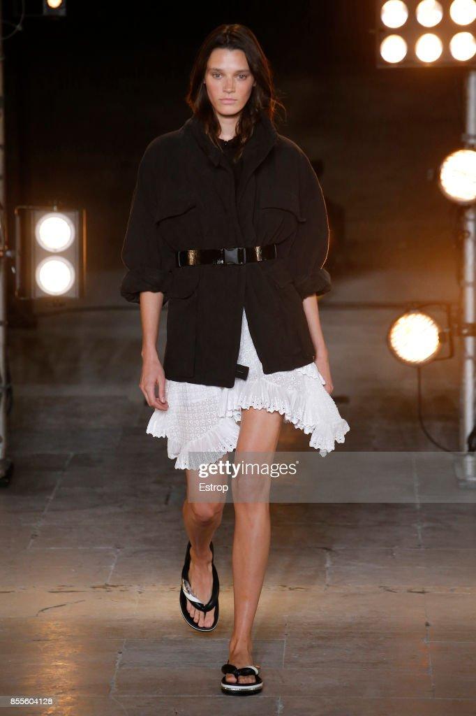 Isabel Marant : Runway - Paris Fashion Week Womenswear Spring/Summer 2018 : ニュース写真