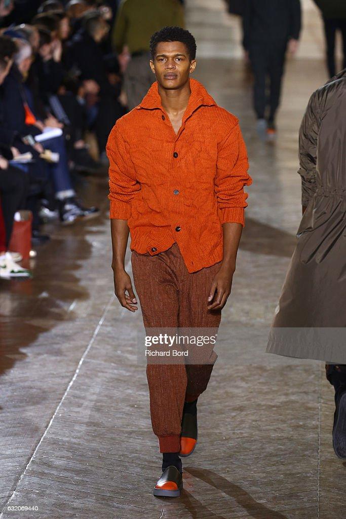 Issey Miyake Men : Runway - Paris Fashion Week - Menswear F/W 2017-2018 : News Photo