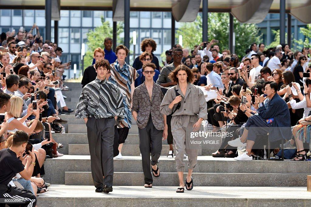 Issey Miyake Men : Runway - Paris Fashion Week - Menswear Spring/Summer 2018 : ニュース写真