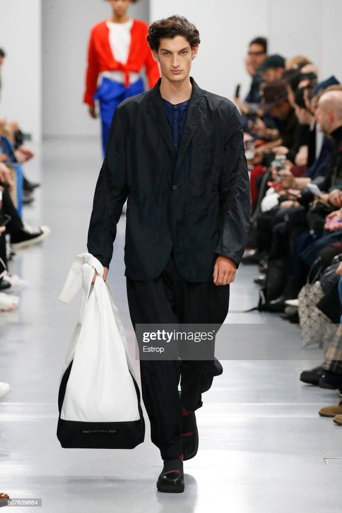 Issey Miyake Men : Runway - Paris Fashion Week - Menswear F/W 2018-2019 : ニュース写真