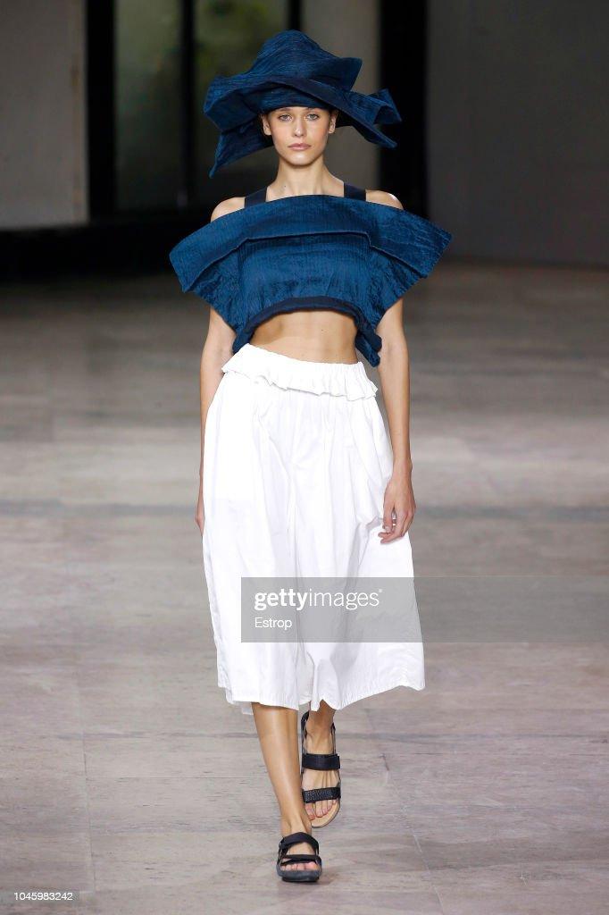 Issey Miyake : Runway - Paris Fashion Week Womenswear Spring/Summer  2019 : News Photo