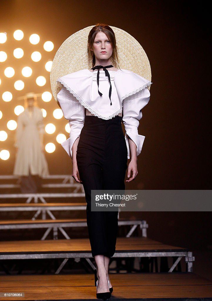 Jacquemus : Runway - Paris Fashion Week Womenswear Spring/Summer 2017 : News Photo