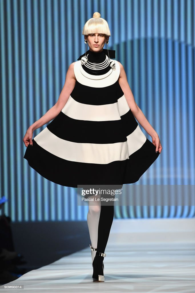 model-walks-the-runway-during-the-jeanpaul-gaultier-spring-summer-picture-id909693314
