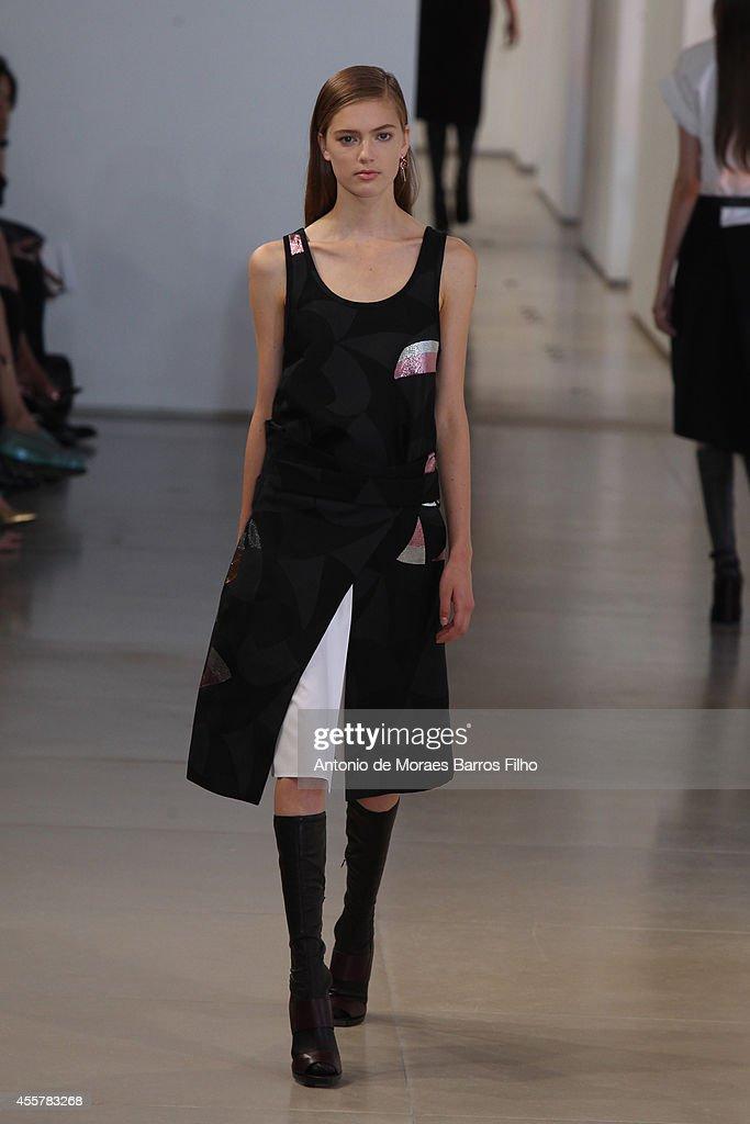 Jil Sander - Runway - Milan Fashion Week Womenswear Spring/Summer 2015 : News Photo