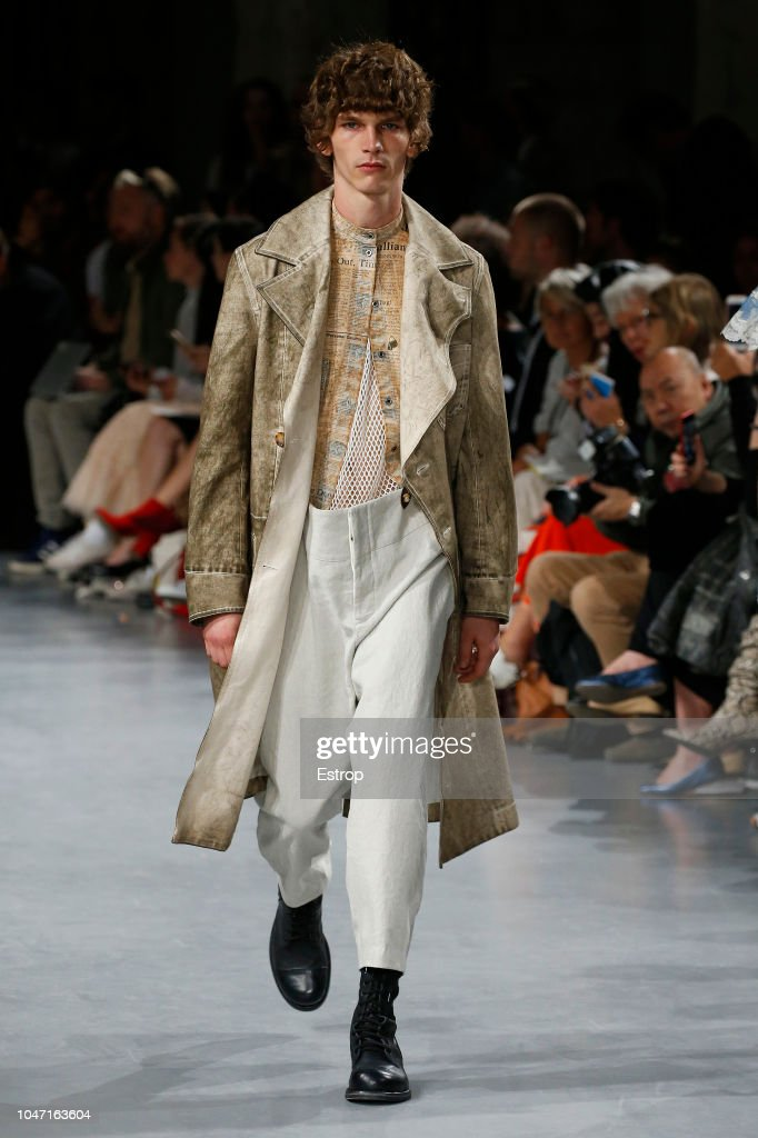 John Galliano : Runway - Paris Fashion Week Womenswear Spring/Summer 2019 : ニュース写真