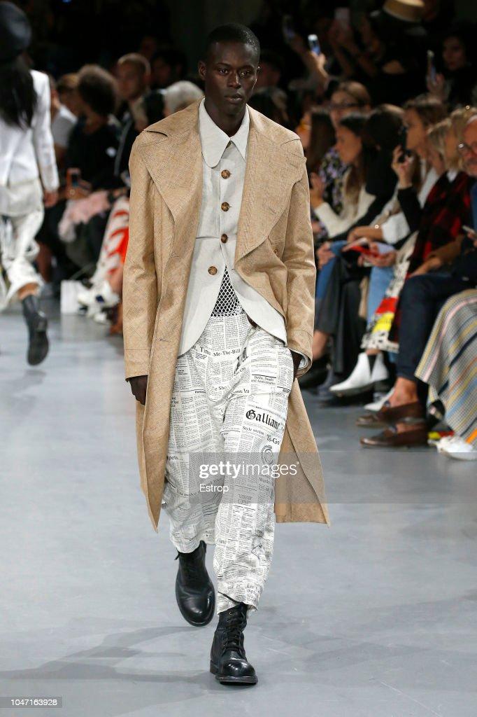 John Galliano : Runway - Paris Fashion Week Womenswear Spring/Summer 2019 : ニュース写真