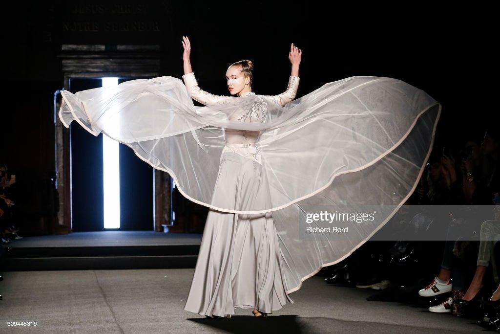 Julien Fournie : Runway - Paris Fashion Week - Haute Couture Spring Summer 2018